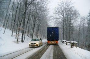 trafic-iarna ninsoare
